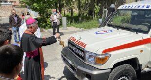 احتفال بمساعدات طبية من الفاتيكان لأرمينيا: سيارة إسعاف